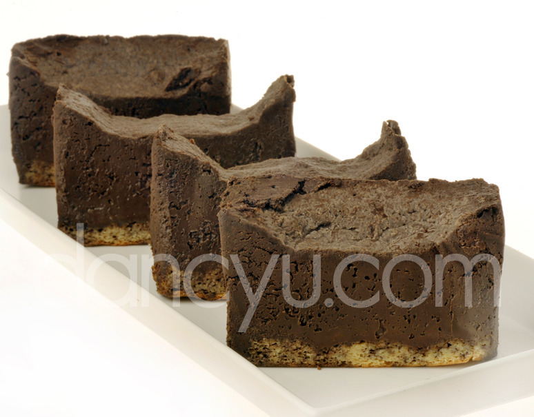 フレンチレストラン・エヴァンタイユの糖質制限スイーツ「フォンダンショコラ」(4個入り)の写真