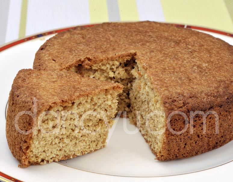 フレンチレストラン・エヴァンタイユの糖質制限スイーツ「ココナッツケーキ」(直径15cm)の写真
