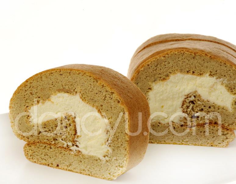 フレンチレストラン・エヴァンタイユの糖質制限スイーツ「ロールケーキ」(12cm×2本)の写真