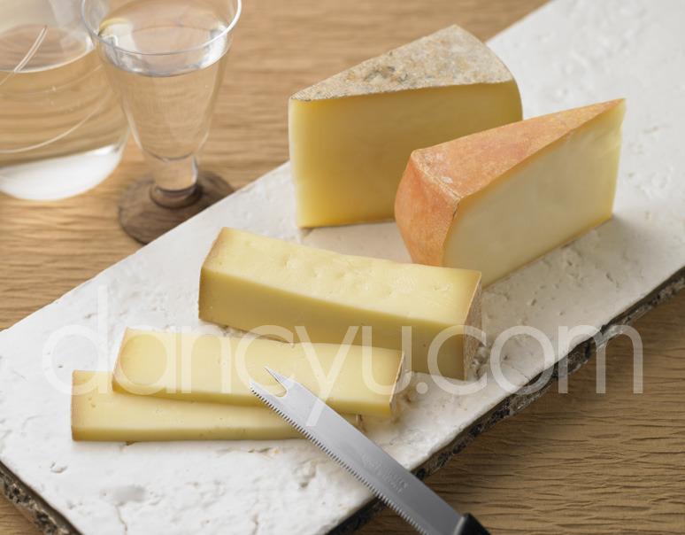 半田ファームチーズセット (ルーサン・チモシー・オチャード 各種 約100g)の写真