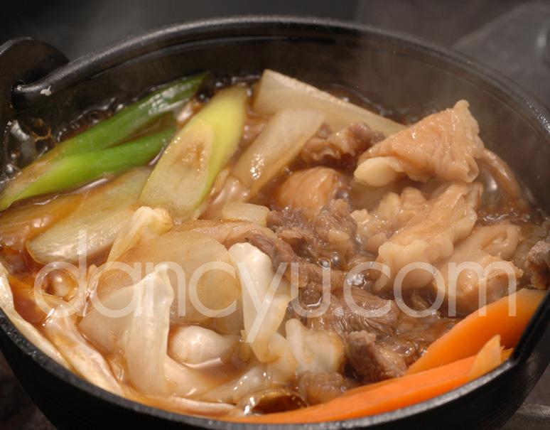 【熊本県肥育馬肉】まるよしの『極上馬肉のしょうゆ炊き鍋』セット (2人用) ※冷蔵の写真