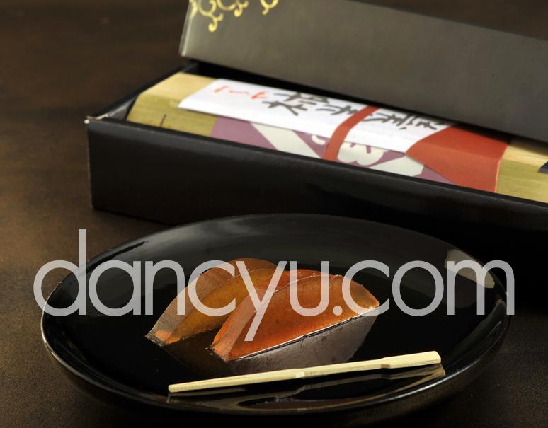 【ご贈答用】御菓子つちや 堂上蜂屋柿を使用 竹容器入り「柿羊羹」1本(220g)※化粧箱入の写真