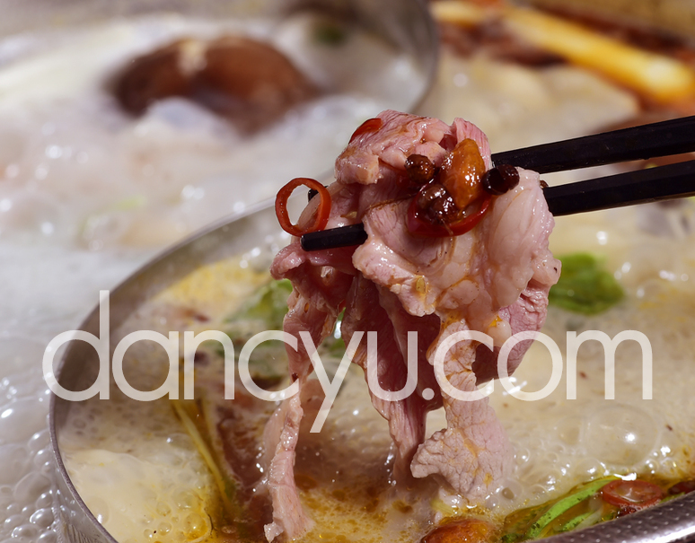 火鍋(フゥオグゥオ)セット (ラムロール肉200g×2、火鍋スープの素150g×2) ※冷凍の写真